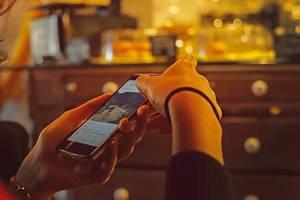 Immer über Instagramfeed und Messages auf dem Handy mit Freunden verbunden