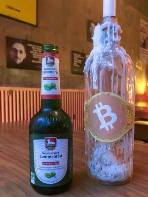 In der Bar Room 77 in Berlin Kreuzberg kann man sein alkoholfreies Neumarkter Lammsbräu-Bier mit Bitcoins bezahlen