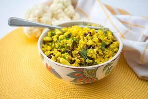 Indischer Blumenkohl-Reis mit Curry und Cranberries