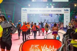Indoor-Bereich mit der Ziellinie - Frankfurt Marathon 2017