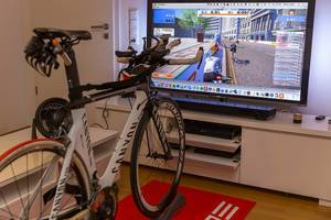 Indoor bicycle training with Zwift and Canyon bike