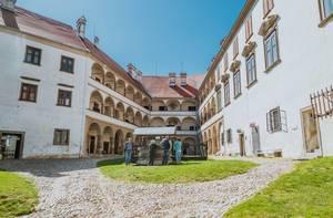 Innenhof des Schlosses Pettau, Slowenien