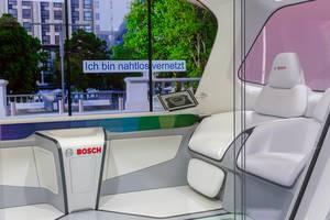 Innenraum des Bosch IoT Shuttle: Autonomes Fahren im fahrerloser Bus