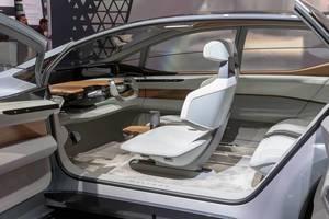 Innenraumdesign des Konzeptautos und elektrischen Showcars Audi e-tron AI:ME, designed von James Nissen