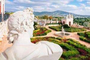 Inner garden of Pousada Palácio Estói with many beautiful sculptures (Flip 2019)