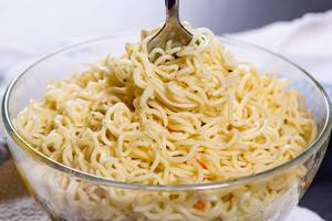 Instant noodles in the bowl