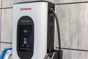 Integration von Elektroautos in intelligente Stromnetze: Energieübertragungssystem Power Manager von Honda