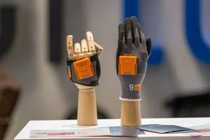 Intelligente Handschuhe von Münchner Start-Up ProGlove auf der Bits & Pretzels Konferenz 2019
