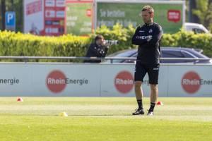 Interimstrainer André Pawlak bei seiner ersten Trainingsstunde mit dem 1. FC Köln