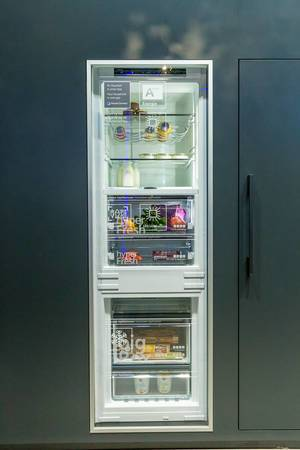iQ-Fridge by Siemens, for HomeConnect via App, low frost freezer, led-lightning, adjustable humidity and hyper fresh box for vegetables and fruits