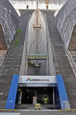 Itaipu-Kraftwerk in Brasilien und Paraguay