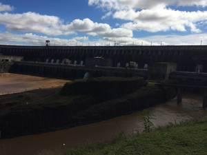 Itaipu-Staudamm in Brasilien und Paraguay