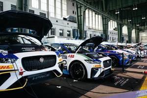 Jaguar i-Pace eTrophy Elektroautos werden nach dem Rennen wieder aufgeladen