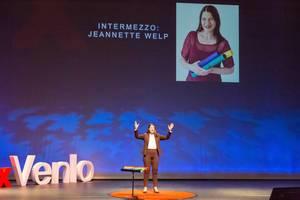 Jeanette Welp spricht beim Intermezzo auf dem TEDxVenlo 2018