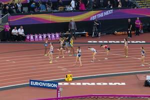 Jennifer Simpson und weitere 1500-Meter-Läuferinnen bei den IAAF Leichtathletik-Weltmeisterschaften 2017 in London