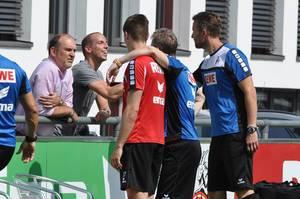 Jörg Schmadtke und Jan Schlaudraff beim FC-Training