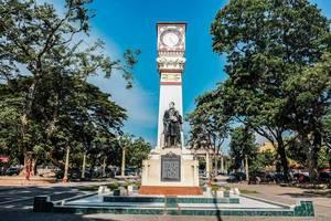 Jose Rizal monument in Dumaguete City (Flip 2019)