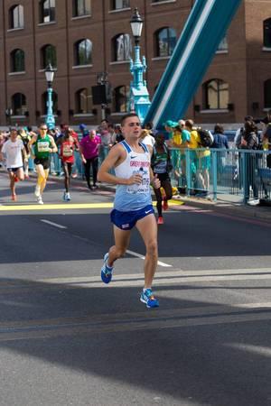 Josh Griffiths und weitere Läufer (Marathon Finale) bei den IAAF Leichtathletik-Weltmeisterschaften 2017 in London