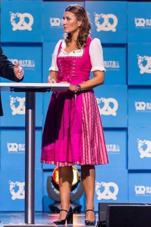 Journalistin Sandra Thier im Dirndl