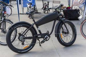 Juggernaut Pro eco friendly e-bike with fat off-road tires by Kendatire exhibited at the E-Cologne trade show