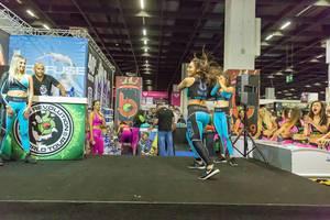 Junge Frauen in Bong Sportkleidung - FIBO Köln 2018