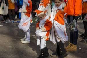 Junge Mitglieder von KKG Nippeser beim Rosenmontagszug - Kölner Karneval 2018