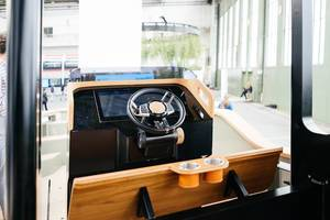 Kabinenansicht des vollelektrischen X-Shore Boot, hergestellt in Schweden