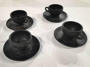 Kaffeeform: Schwarze Kaffeetassen aus besonderem Material