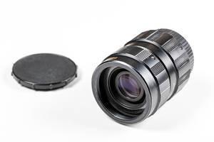 Kamera Objektiv mit Schutz auf weißem Hintergrund