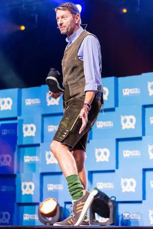 Kasper Rorsted mit individuellen Adidas-Sneakern zur Wiesn