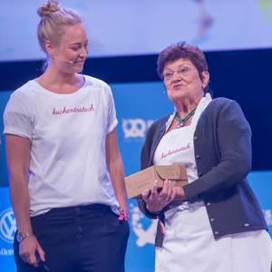 Katharina Mayer und Oma Anni von Kuchentratsch auf der Bühne