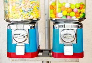 Kaugummi-Automaten mit Münzen