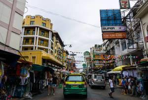 Khao San Straße in Bangkok - Straße des geschliffenen Reises