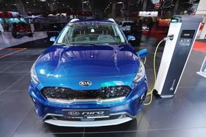 Kia Niro Crossover Hybrid im Blau, Aufnahme von vorne