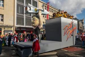 Kim Jong Un als Dirty Dancing Star - Gefährlicher Tanz mit einer Atomrakete in Händen - Kölner Karneval 2018