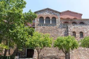 Kirche Hagios Demetrios von der Straßenseite aus fotografiert