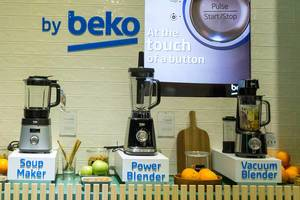 kitchen aids by beck: Soup Maker, Power Blender and Vacuum Blender, next to fresh fruits