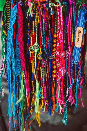 Klassische bunte Armbänder aus Honduras