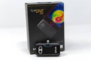 Kleine Wärmebildkamera FLIR ONE Pro LT für Android-Geräte, vor dem Verpackungskarton