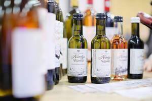 Kleine Weinflaschen aus Rumänien