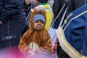 Kleiner Junge als Äffchen verkleidet - Kölner Karneval 2018