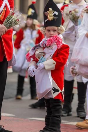 Kleiner Junge in Uniform der Roten Funken - Kölner Karneval 2018