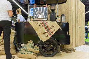 Kleiner Karren mit kolumbianischem Kaffee