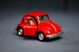 Kleines rotes Volkswagen Modell