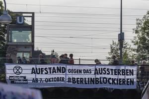 """Klimademonstration in Köln prangert verfehlte Klimaziele an und fordert """"Aufstand gegen das Aussterben"""""""
