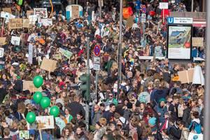 Klimastreik in Köln: Demonstration für mehr Klimaschutz und Umdenken der aktuellen Klimapolitik