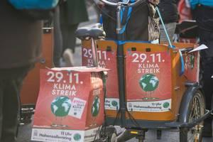 Klimastreik Plakat auf dem Fahrrad vom 29.11.19 in Köln