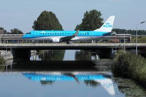KLM Cityhopper taxiing on the bridge, Amsterdam Airport