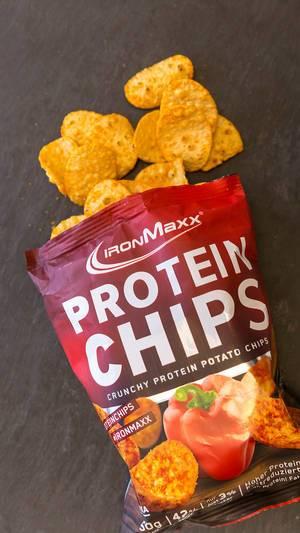 Knusprige Protein Kartoffel-Chips als Sporternährung und Snack von Ironmaxx, mit hohem Eiweißgehalt und Fettreduziert