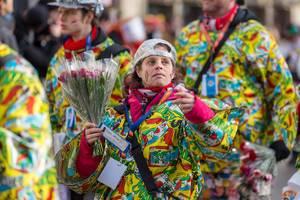 Kölle Alaaf - Bunt gekleidete Truppe beim Rosenmontagszug - Kölner Karneval 2018